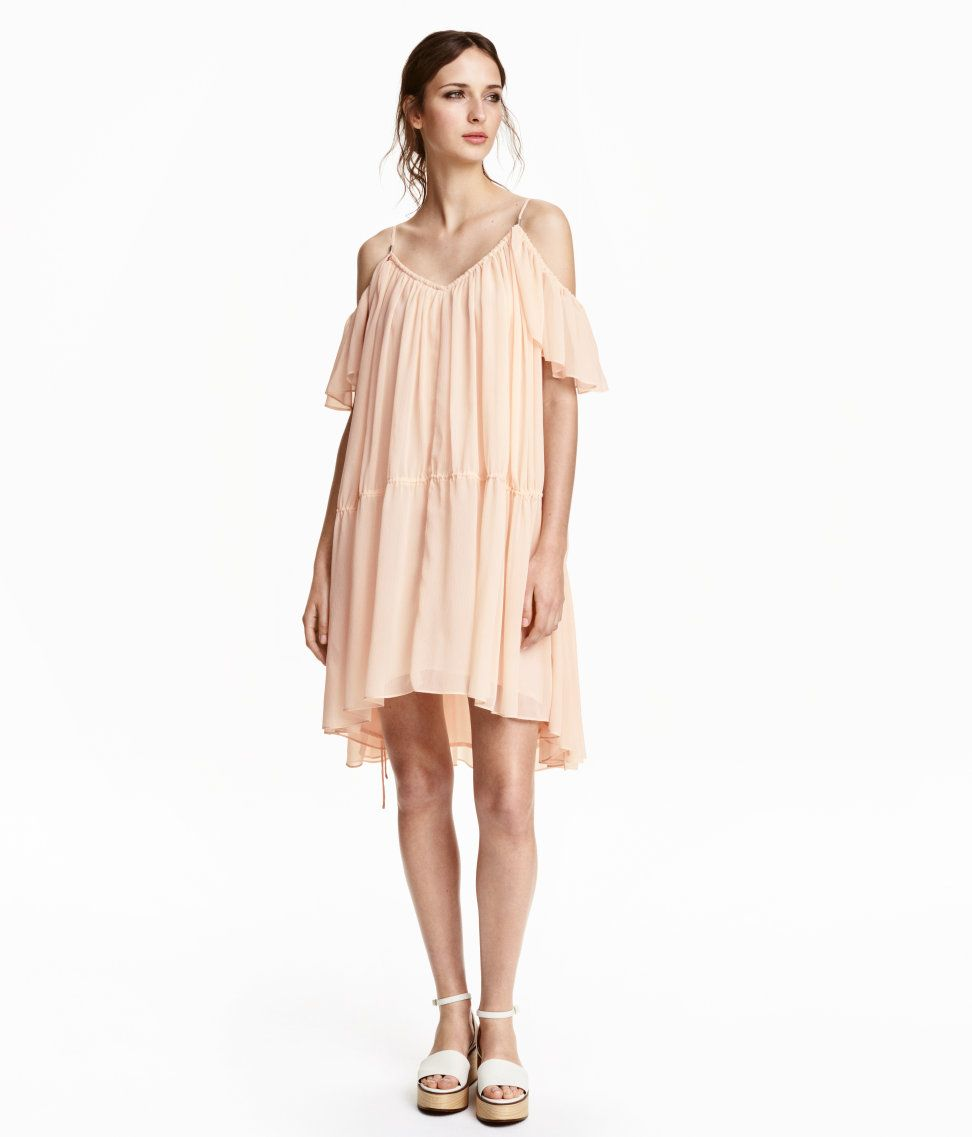 4f0d941359007 The perfect cold-shoulder dress you wardrobe needs for spring and summer // HM  Off-the-shoulder Dress ($49.99)