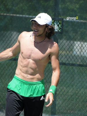 Groopii: shirtless male celebrities and tennis players!