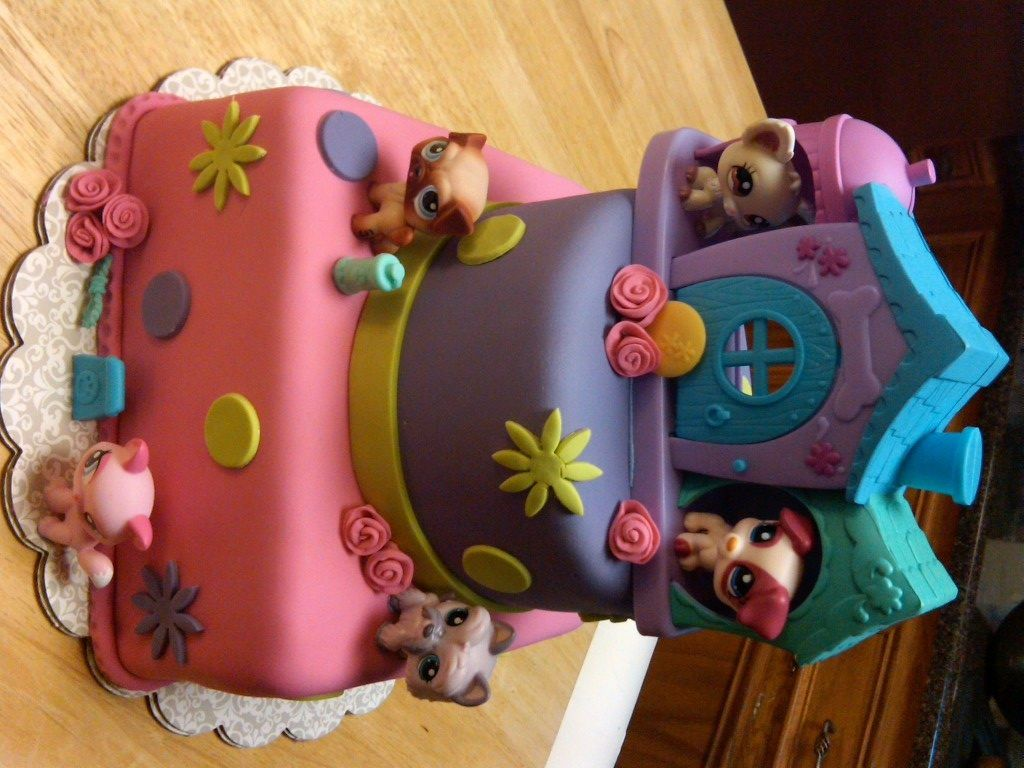 MAN! I wish I was this talented!! I can bake a cake with the best ...