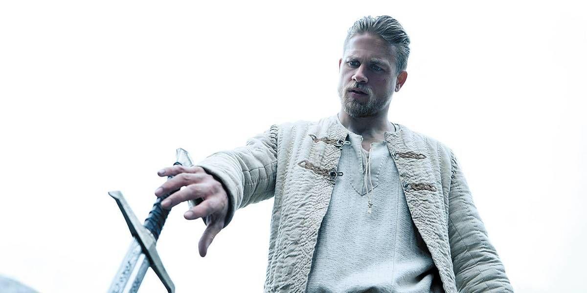 Rei Arthur A Lenda Da Espada Com Imagens Lenda Do Rei Arthur