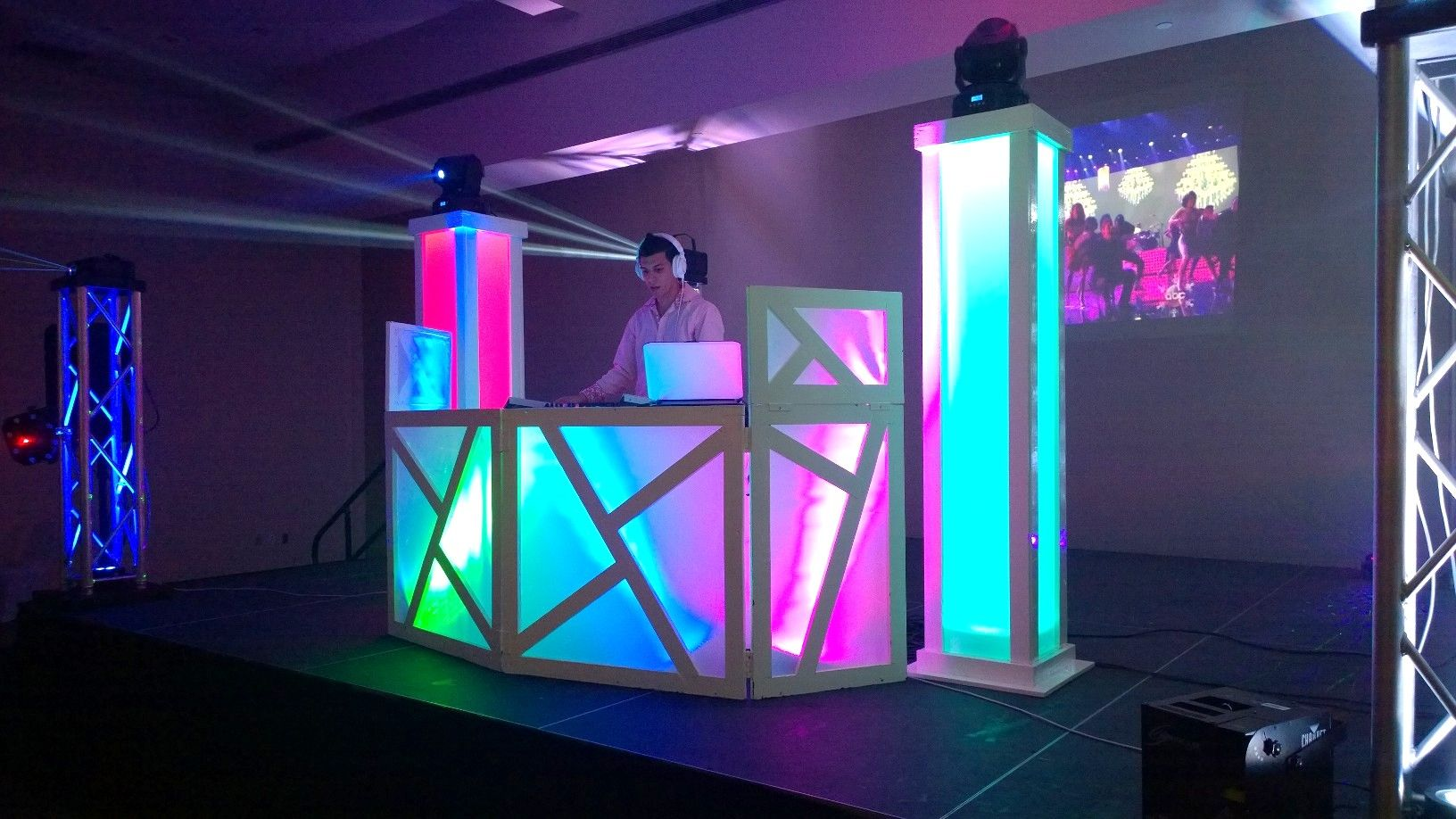 Pro Expo Communication Stands Amp Events : Dj booth glow towers setup jayse enevents …