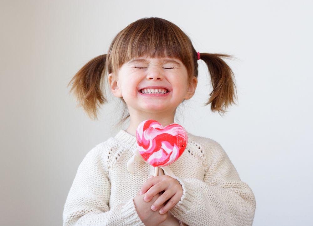Først bliver ungerne bare så glade for sukker og slik. Og så bliver de bare så sure...