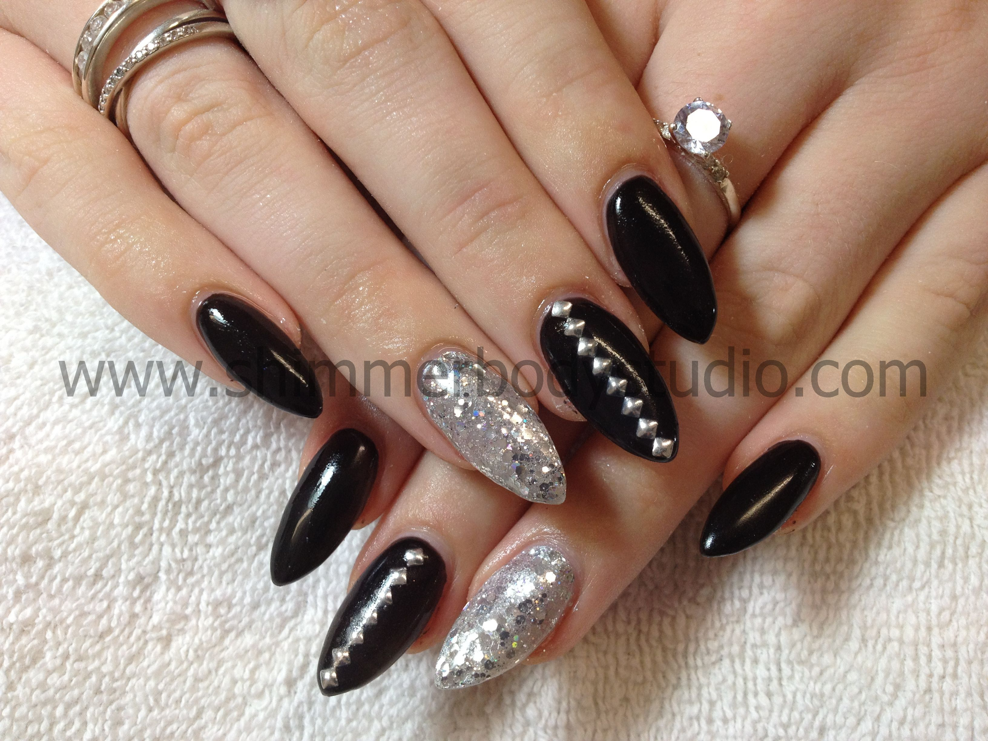 Gel nails, pointed nails, almond nails, stiletto nails, glitter nail ...