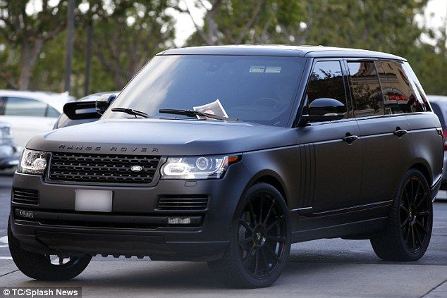 Sadly It Didn T Work While He Left The Picture On Kylie S Car For Her To See The Starlet Sports Cars Luxury Best Luxury Cars Matte Black Range Rover