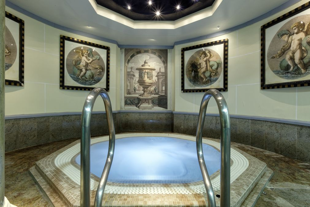 Jacuzzi Piccadilly.Enjoy A Full Day S Use Of The Pool Aroma Steam Room Salt