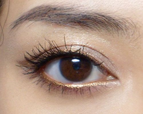 Gold Eyeliner - Whether you use it to add a subtle hint of sparkle or to go all out with a gilded cat eye gold liner is the perfect way to pump up your makeup for the holiday season. #style #shopping #styles #outfit #pretty #girl #girls #beauty #beautiful #me #cute #stylish #photooftheday #swag #dress #shoes #diy #design #fashion #Makeup