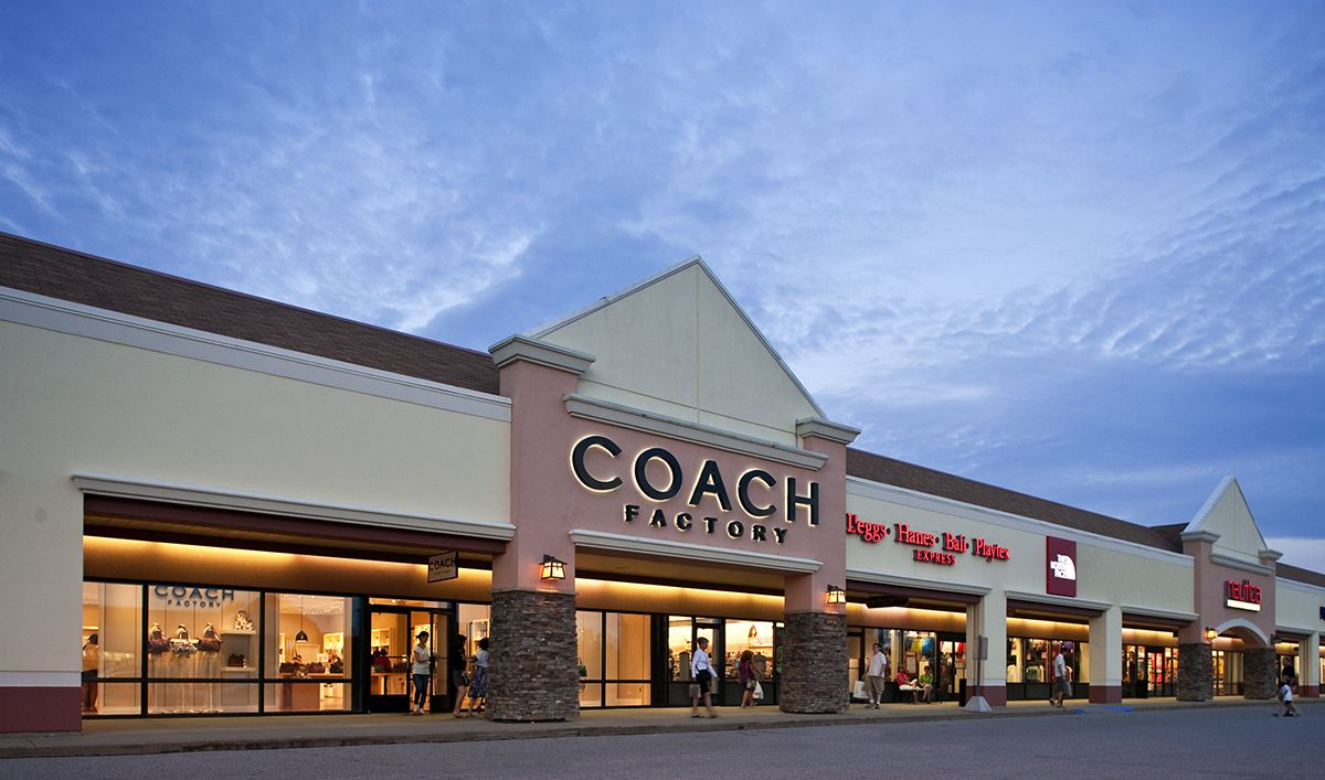 Birch Run Premium Outlets Is An Outlet Mall In Birch Run Michigan The Largest Outlet Mall In The Midwestern Unit Michigan Vacations Michigan Travel Birch Run