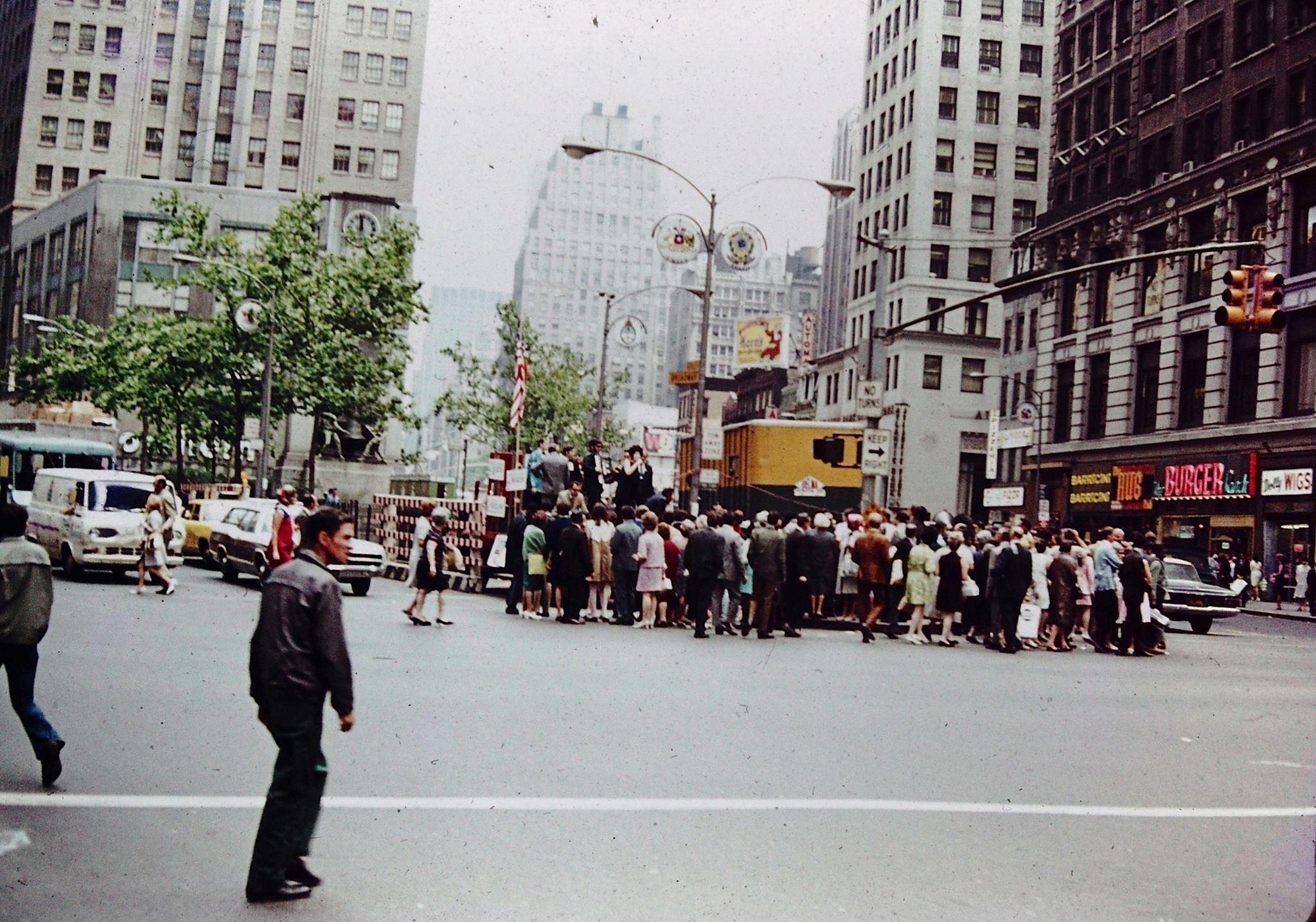 Pin By Bo Ro On Atabbins Vee Street Scenes City Streets New York City
