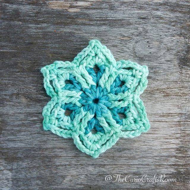 Here it is! My first free crochet pattern, the French Mini Peacock ...