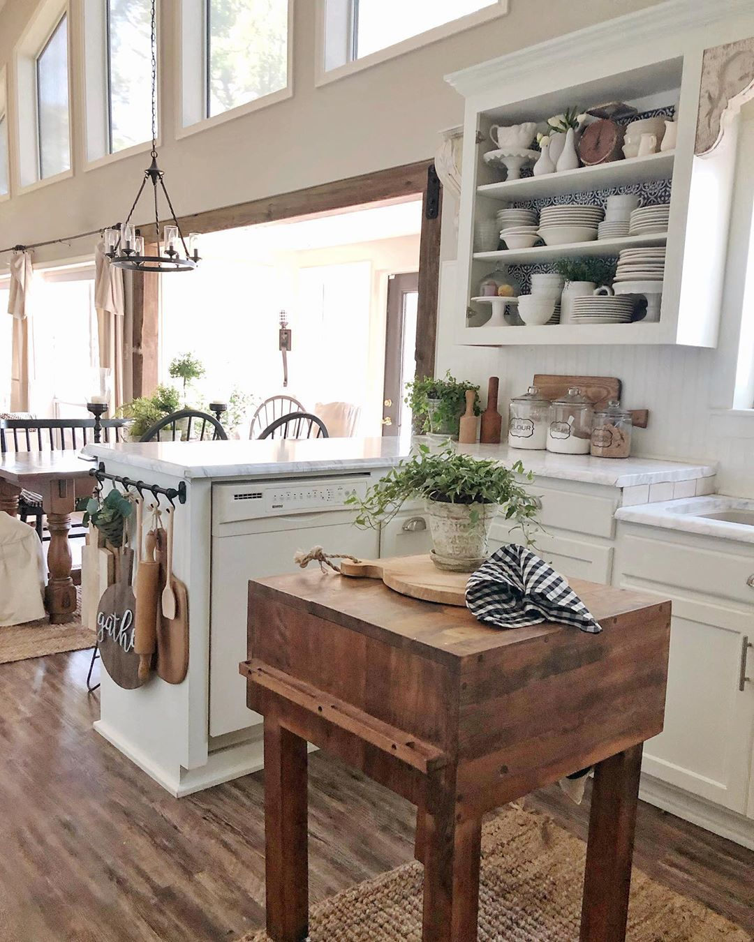 Design Your Own Kitchen: Love The Small Wood Kitchen Island @hipandhumblestyle