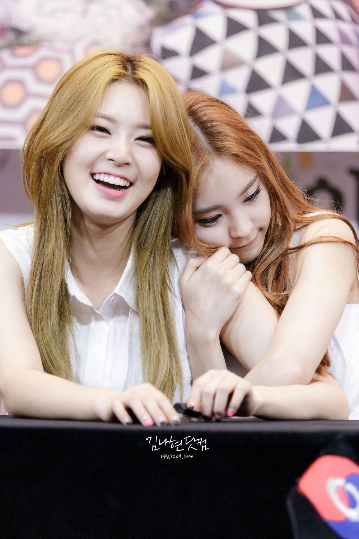 D Ana And Nahyun Kpop Girls Kpop Girl Groups Korean Music