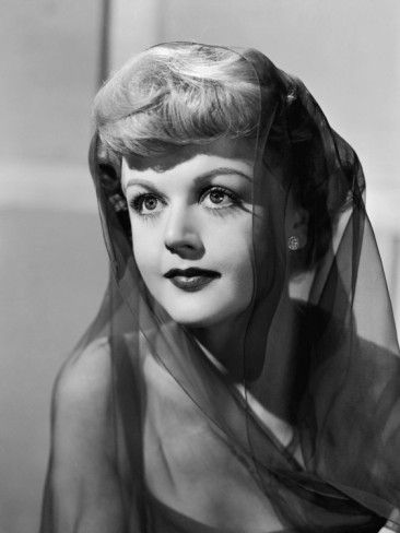 Angela Lansbury, quite the beauty in her younger years.