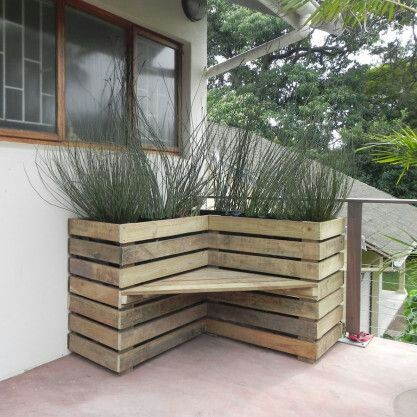 DIY bench with planter looks great in front porch