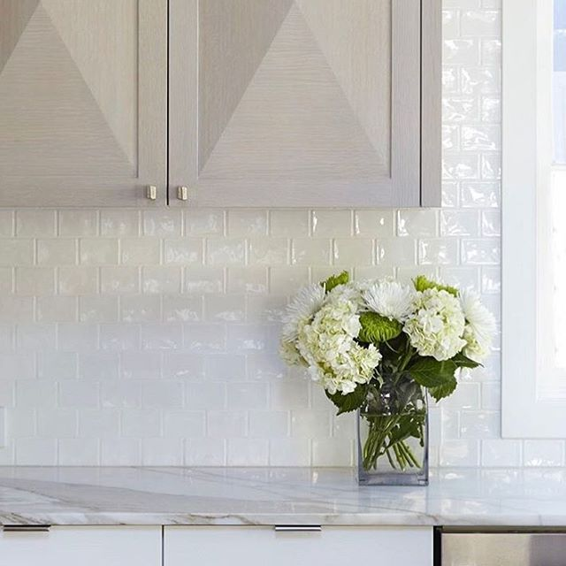 Clean and bright, a study in white by @lorodesigns and featuring our Tuileries 2 x 3 Brique Mosaic in Blanc #walkerzanger