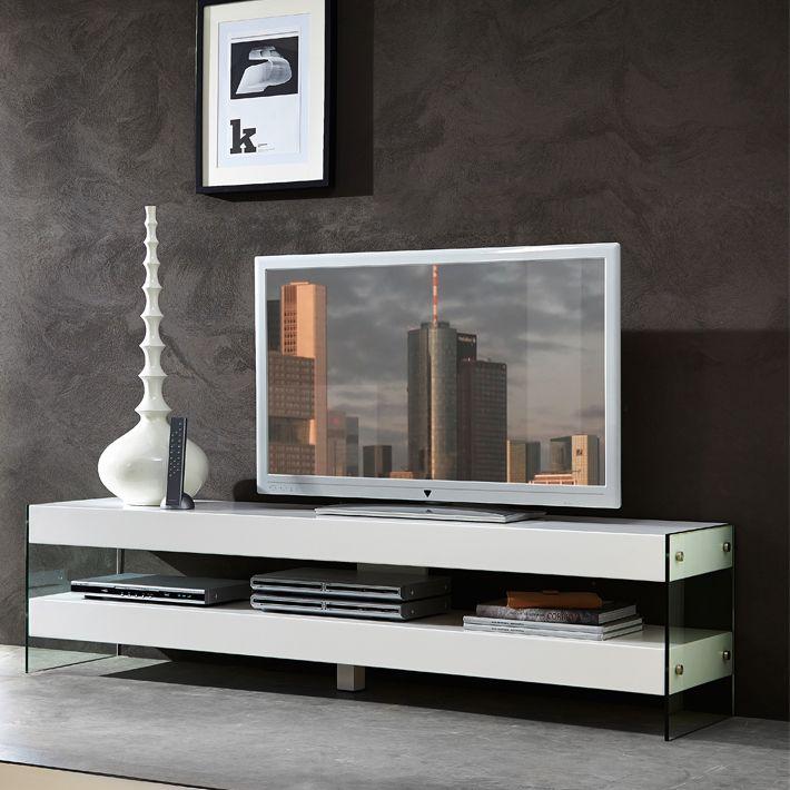 Design Et Epure Sont Les Premiers Qualificatifs Que L On Peut Donner A Ce Meuble Tv La Combinaison Du Laquage Blan Mobilier De Salon Meuble Tv Blanc Meuble Tv