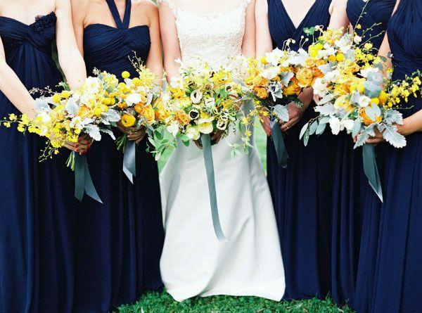 Paleta de cores com azul marinho, branco e dourado buqu u00ea Casamento amarelo e azul, Decoraç u00e3o