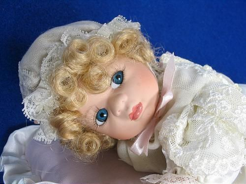 "Seymour Mann 10"" Porcelain Musical Doll Plays ""Lullaby My Baby"" Free US Shipping 
