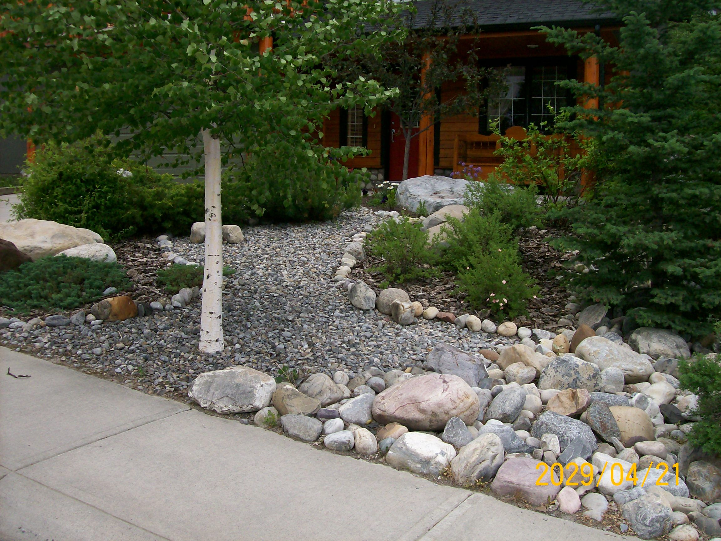 Low maintenance front yard and very simple to do visit us for Simple low maintenance gardens