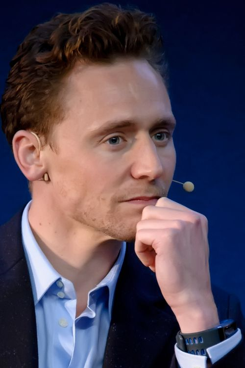 Tom Hiddleston attends the Meet The Filmmakers event for Thor: The Dark World at the Apple Store on October 18, 2013. UHQ photo: http://i.imgbox.com/uIkqPPfC.jpg. Source: Torrilla