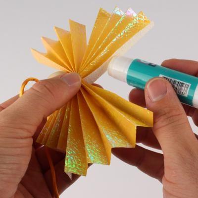 Origami Noël : ange en papier - Une activité Tête à Modeler | Origami noel, Origami, Noel