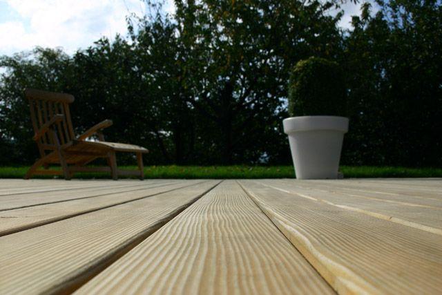 Vanutatud puidust terrass