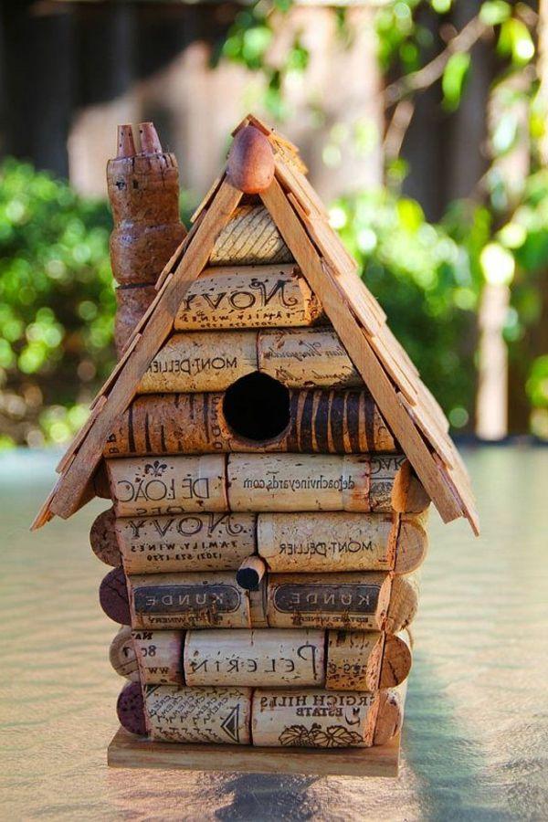 korken vogelhaus vogel ideen pinterest basteln korken vogelhaus und vogelhaus basteln. Black Bedroom Furniture Sets. Home Design Ideas