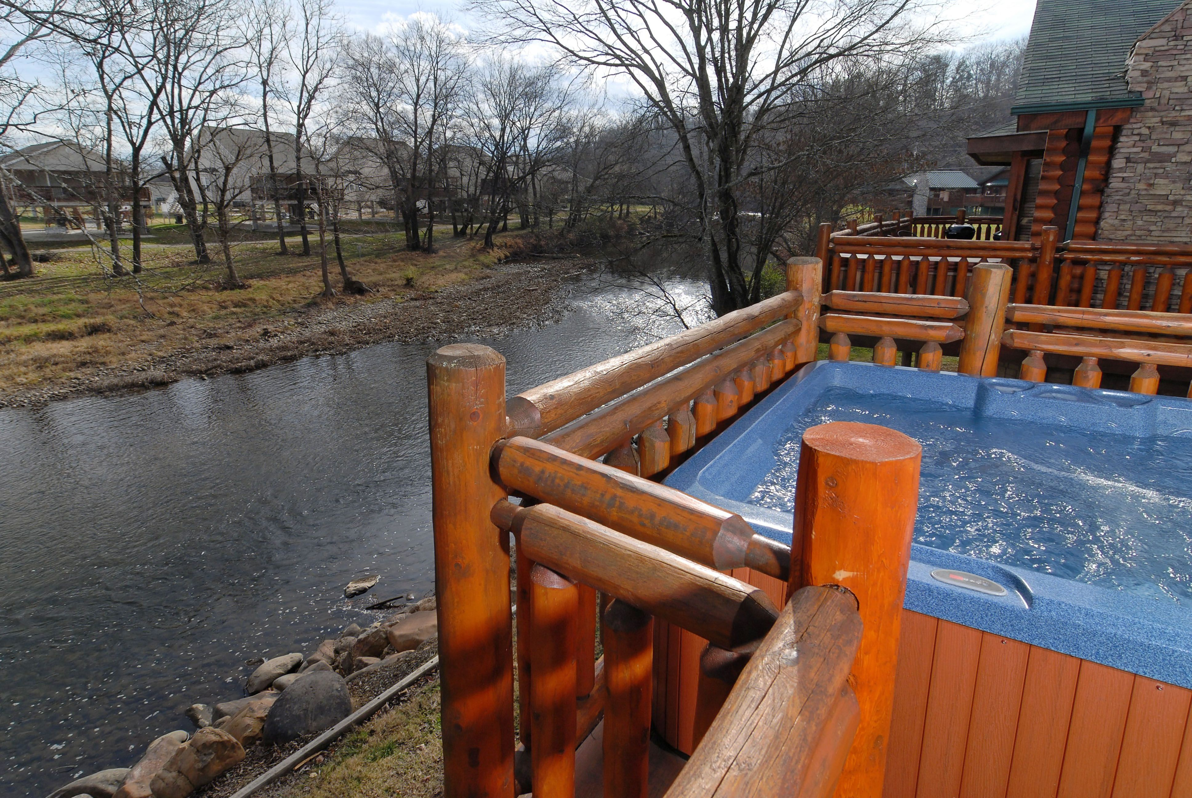 pigeon forge tennessee river cabin that features a hot tub