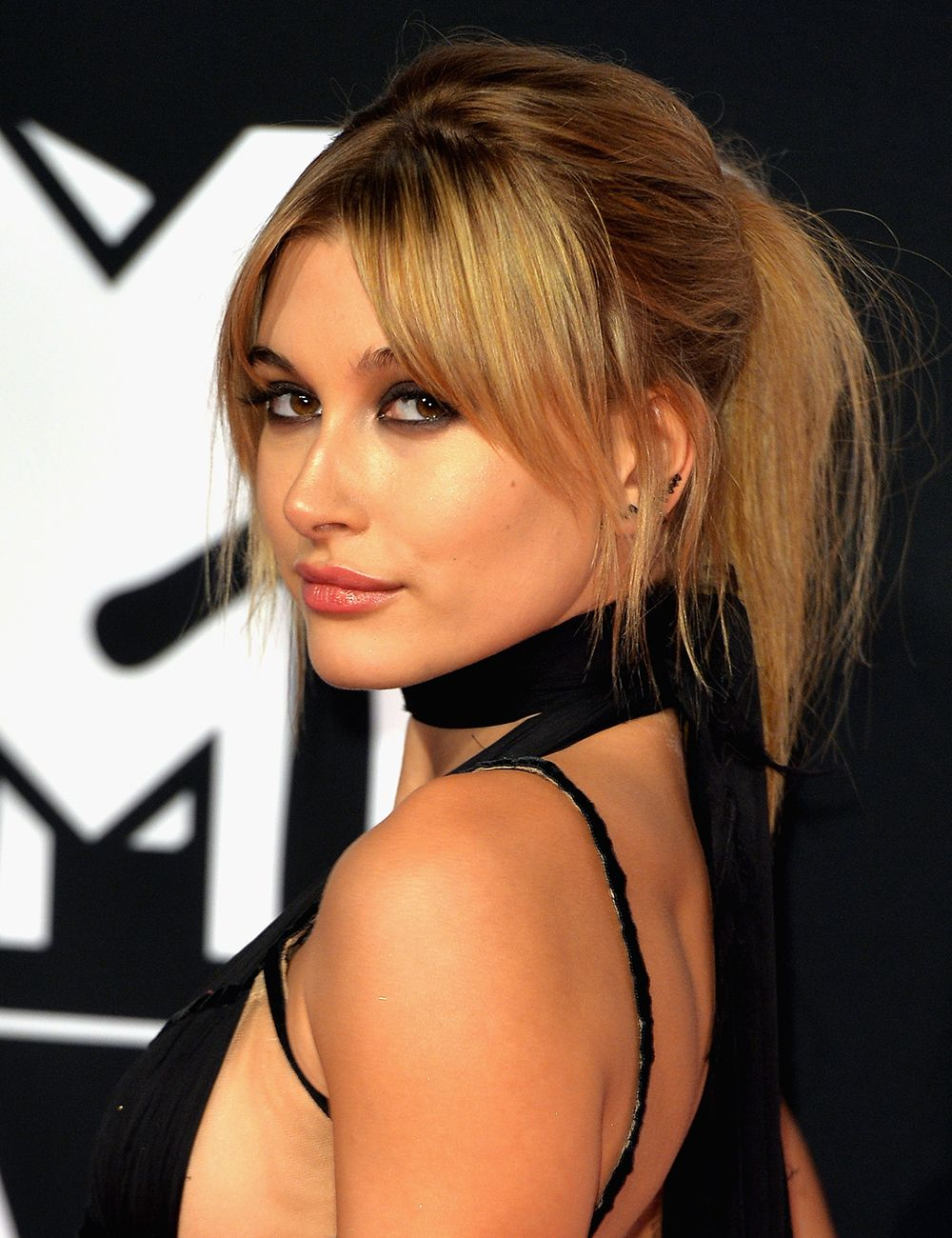 Ellie Goulding debuted mustard yellow hair at the MTV EMAs