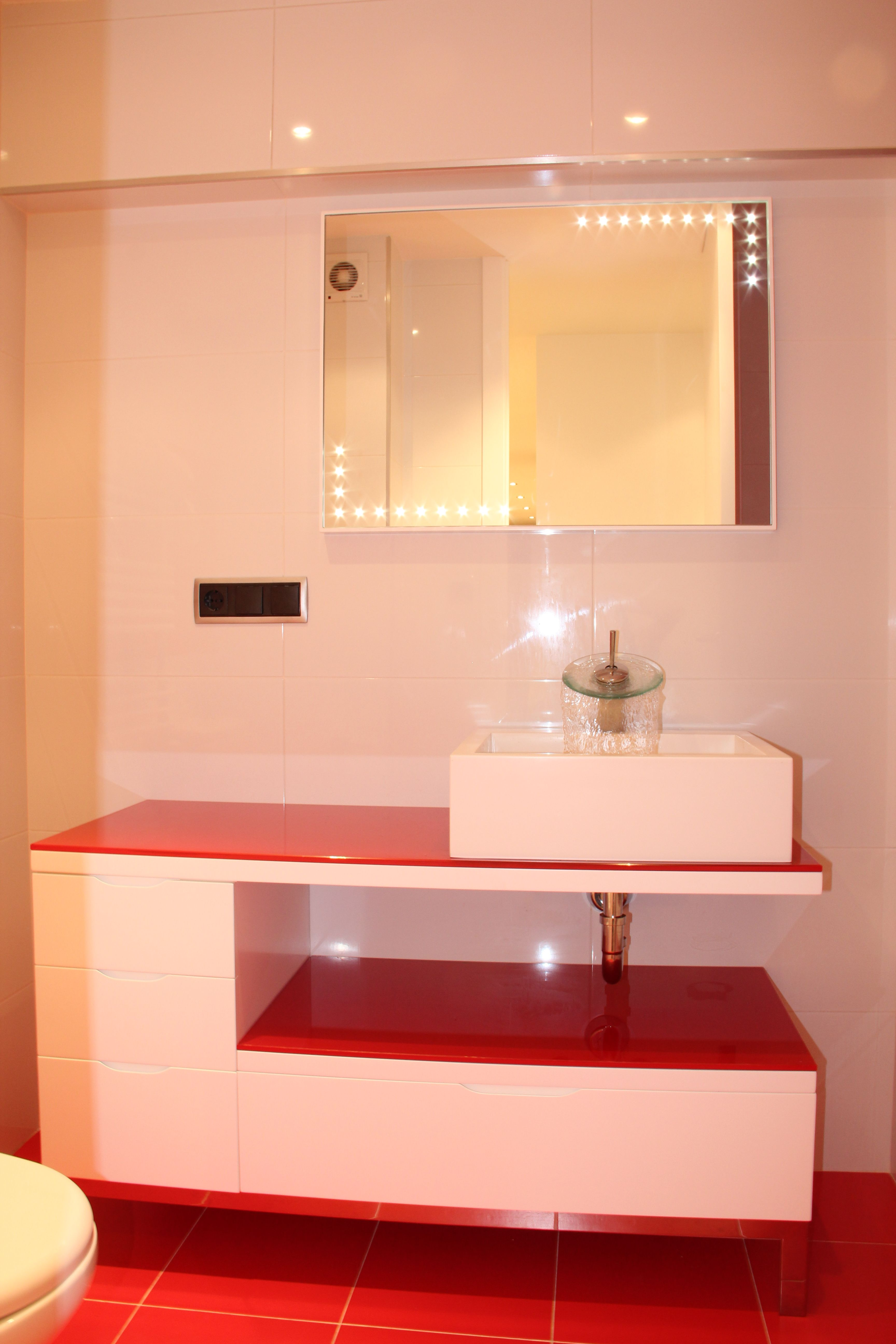 Mueble Rojo De Ba O Lacado En Blanco Muebles De Ba O  # Muebles Wc Segunda Mano
