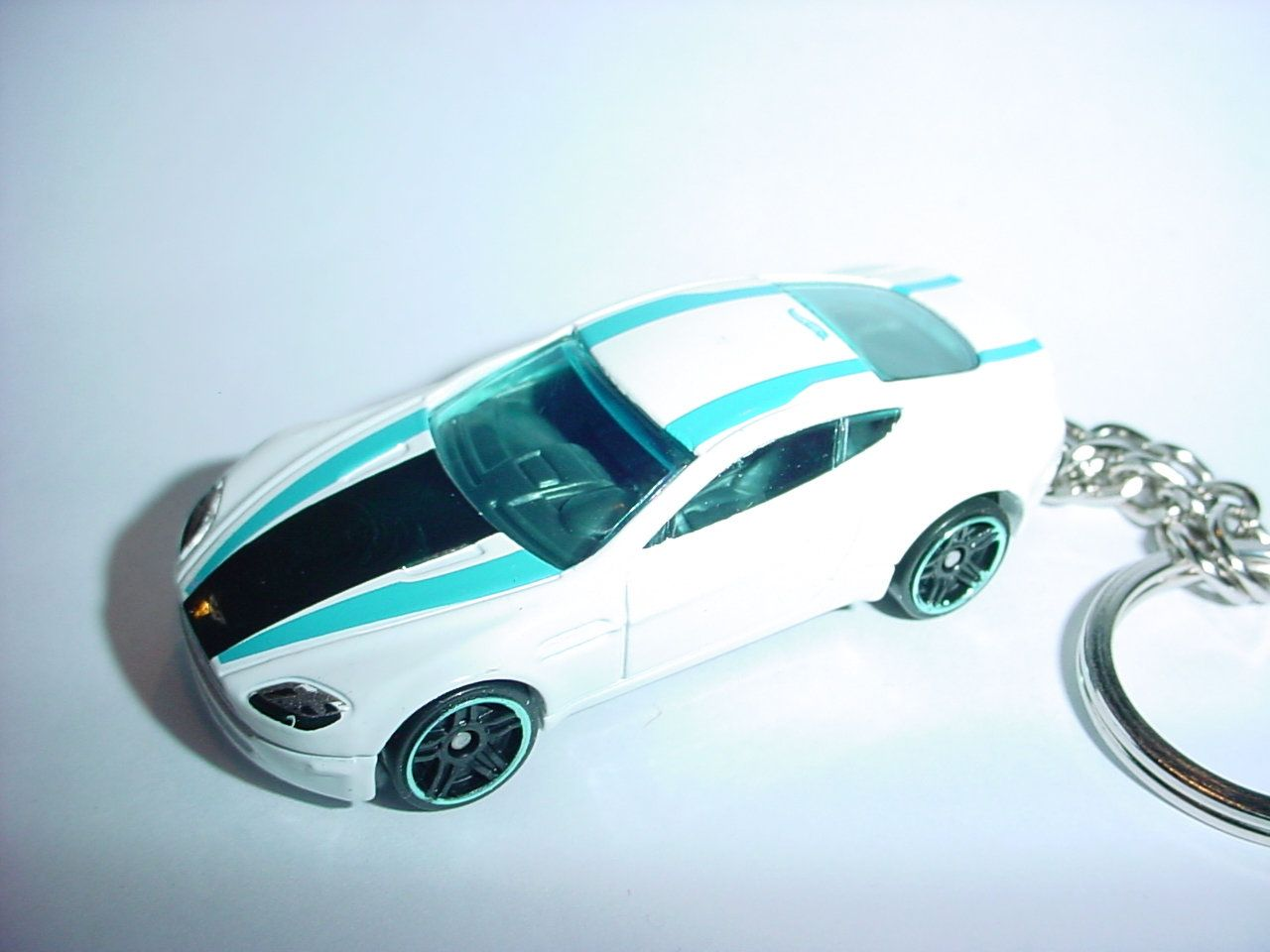 3d aston martin v8 vantage custom keychainbrian thornton keyring