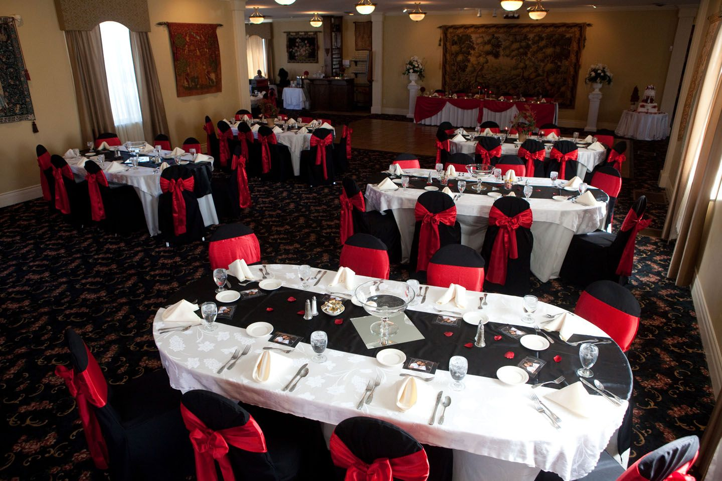 Red White And Black Table Settings It S A Wedding