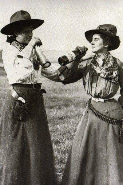 360949708190 Women in the Wild West. (late 1890s early 1900s)