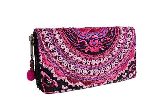 Este hermoso bolso de cartera se hace con una asombrosa pieza de mano de tela tejida por las tribus de la colina de HMONG de Lanna país (norte de