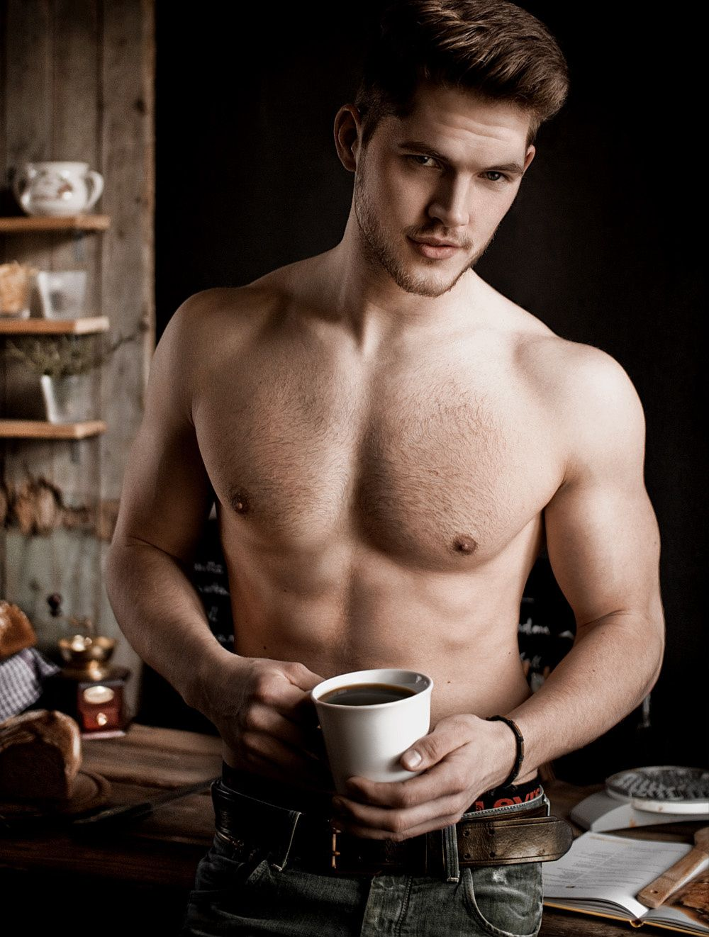 комфортное мужчина варит кофе картинки содержит хлор безопасен