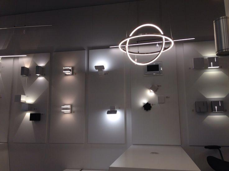 Design Hanglampen Woonkamer : Showroom winkel design interieur verlichting spectaculair