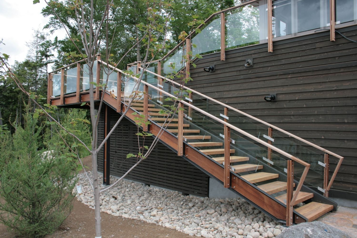 Glass and wood railings google search glass and wood for Exterior stairs