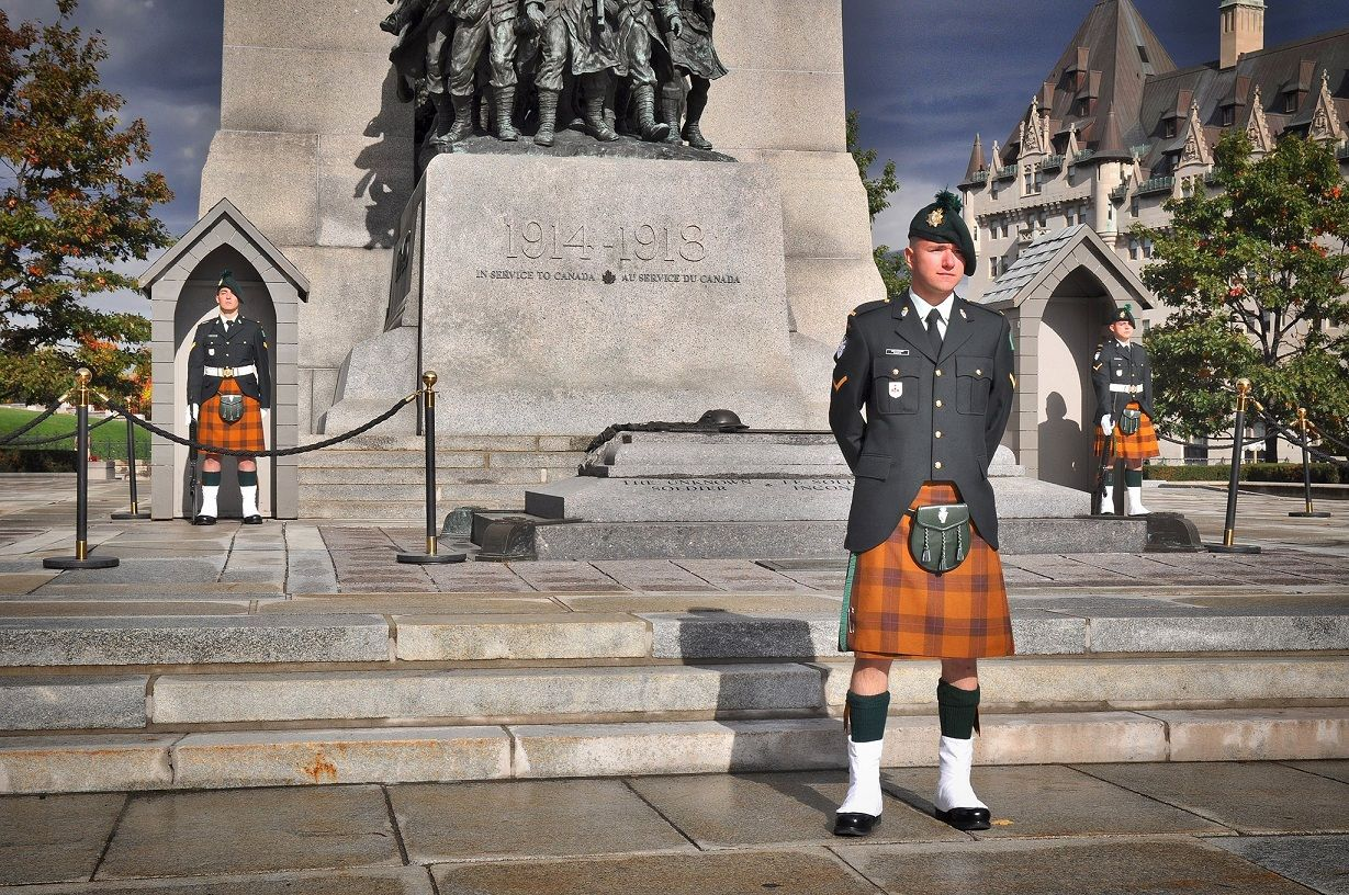 Sudbury's Irish Regiment Members Guard National War