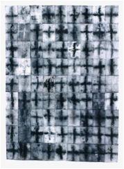 Cruzes Pó de carvão depositado por derramamento e gravado a partir de monotipias sobre oitenta e uma partes retangulares de tecido de algodão embebidas em emulsão de cola; prego Cada parte: 20 x 15 cm, perfazendo um campo de 175 x 125 cm R$: 8.464,26