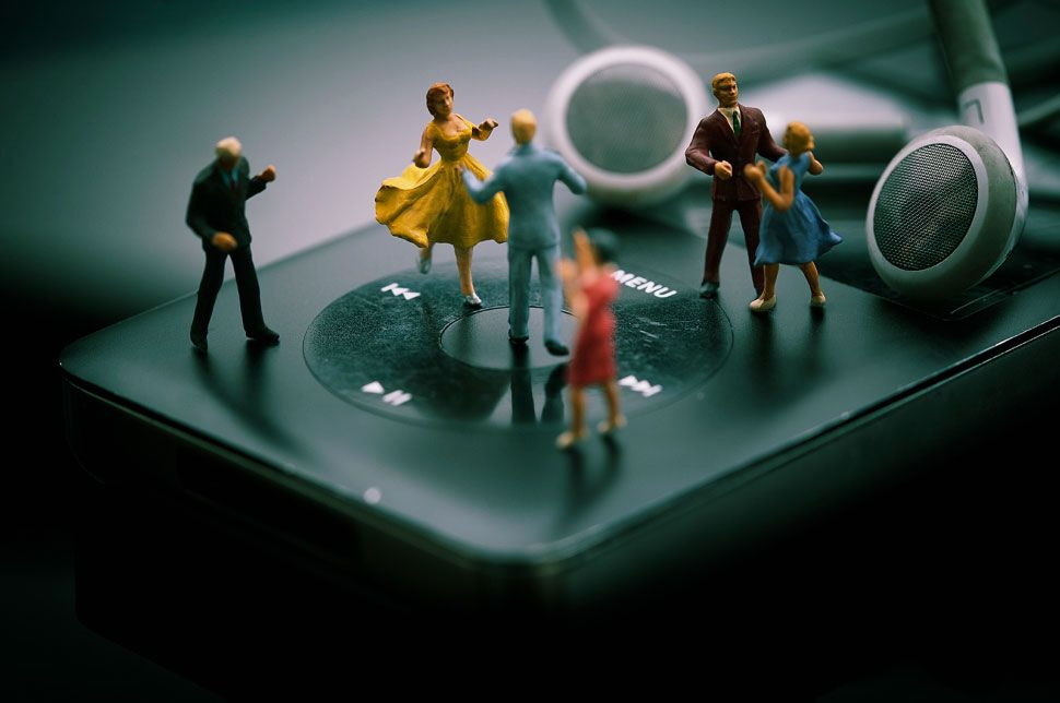 Fotografia macro revela sociedade de micro pessoas.