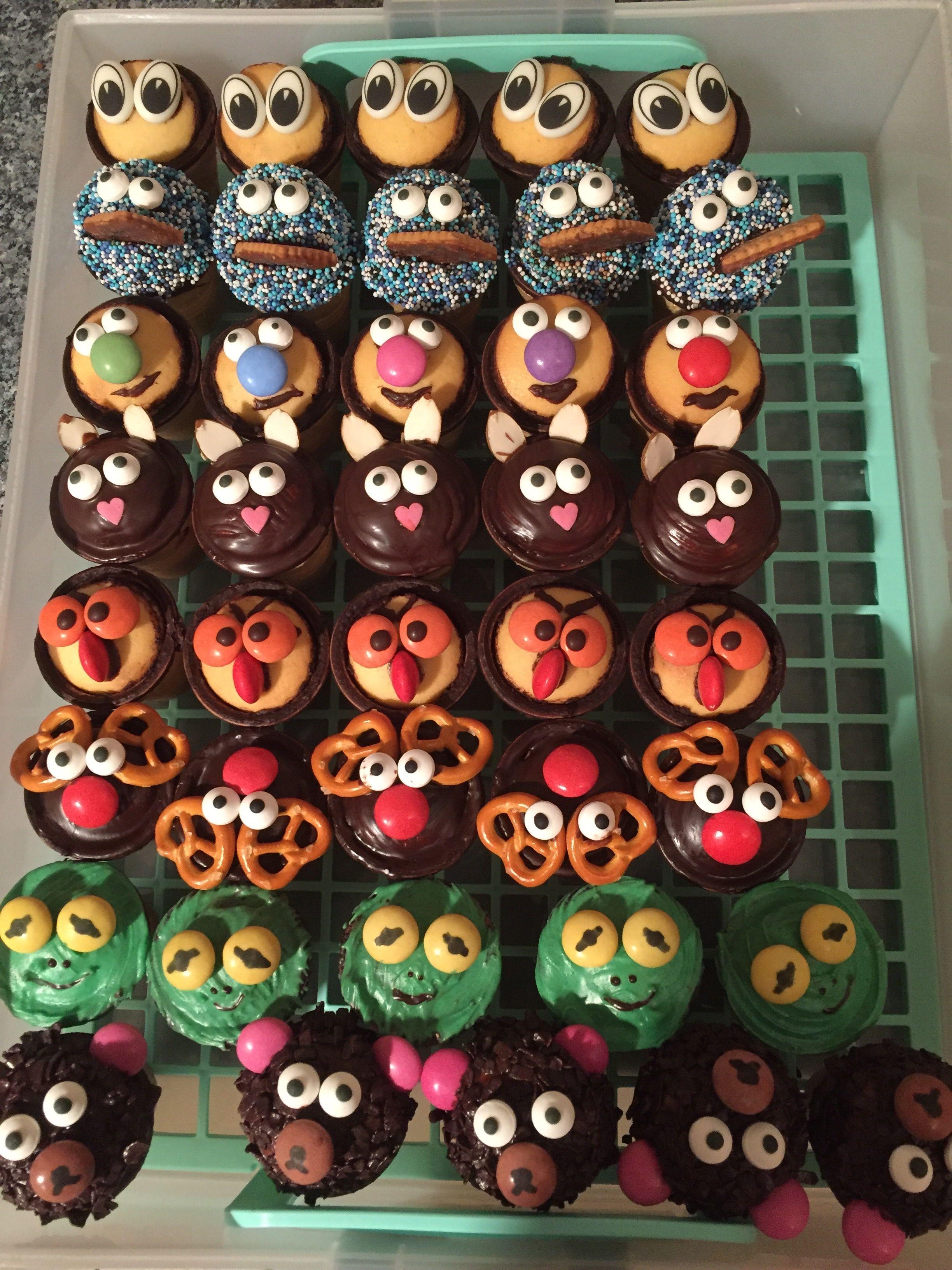 Eierlikörbechermuffins, kleine Kuchen im Waffelbecher