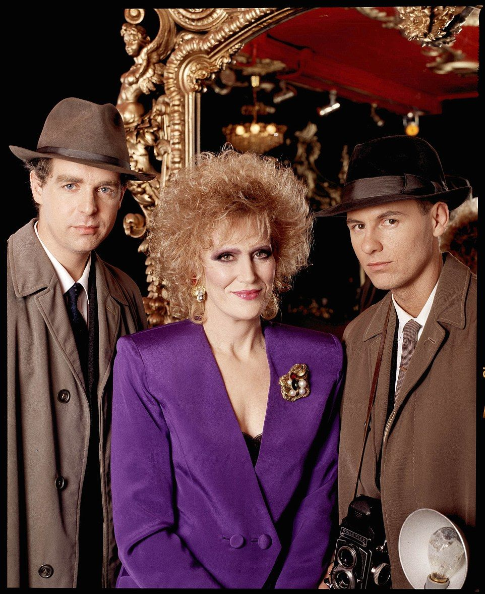 Extraordinary photographs of worlds most iconic musicians pet make way for the shoulder pads the pet shop boys and dusty springfield in 1988 m4hsunfo