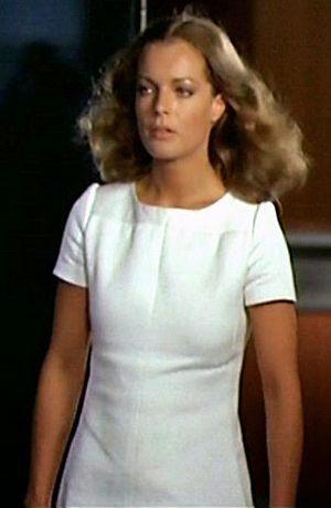 En 1969, Courrèges Habille Romy Schneider dans le Film  La Piscine ... 3ad46de15e