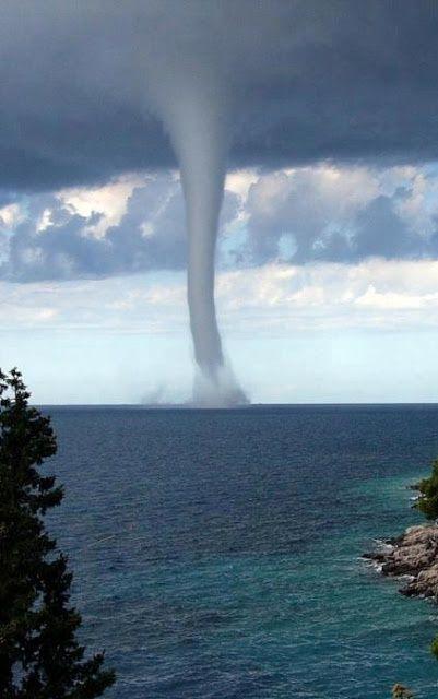 waterspout tornado Tornado/waterspout at fort walton beach video from @fwbabcom.