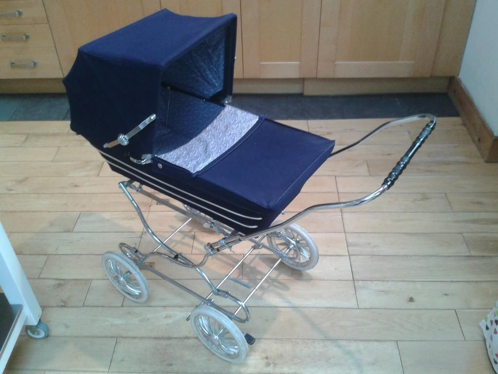 Vintage Silver Cross dolls pram navy blue, mid 1970s