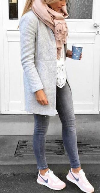 Fashionable street style winter outfits and chic street clothes 5