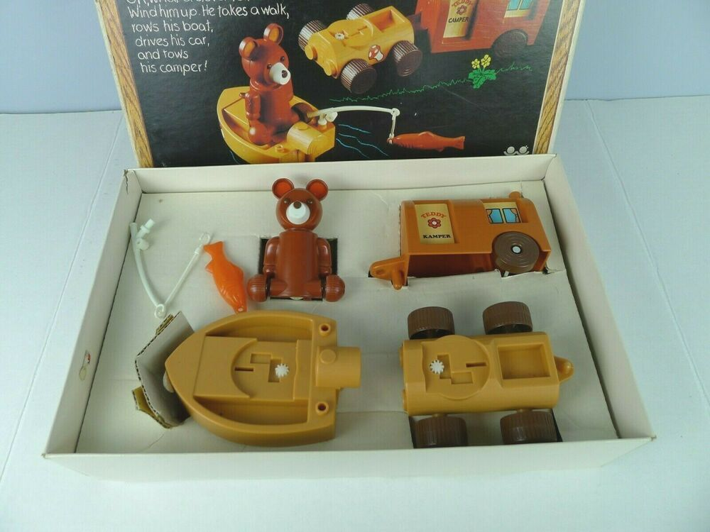 TOMY Kampin' Bear Play Set Wind Up With Camper Boat Car