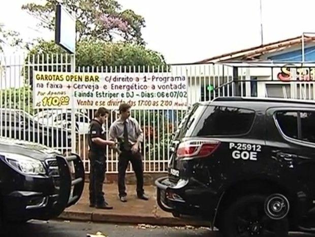 Canadauence TV: Garotas Open bar, festa com prostitutas, polícia f...