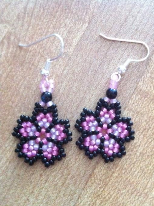 Seed Beads Flower Earrings Made By Christy Jones From Lc Pandahall Com Beaded Earrings Patterns Beaded Jewelry Tutorials Earring Patterns