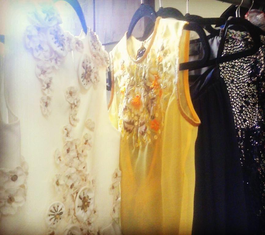 #denniscouture #dennisgarrido #fashion #luxury #haute #altamoda #artecostura #artesanía #arte #modarte #midarte #modalocal #savourfaire #bordados #abril #gasa #apliques #flores #satén #paradise #paillettes #voguemx #voguemexico #yucatán #ymx #amarillo #black # by dennisgarrido