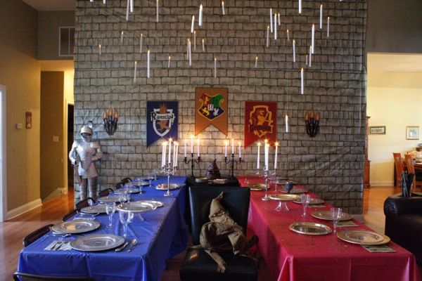 Awesome table setting for a Harry Potter party theme Scouts